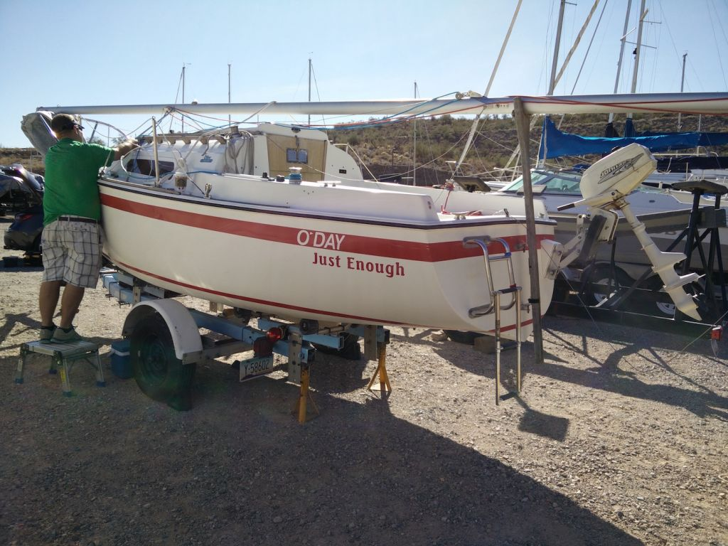 oday19-mast-stepping-derigging-from-trailer-tow