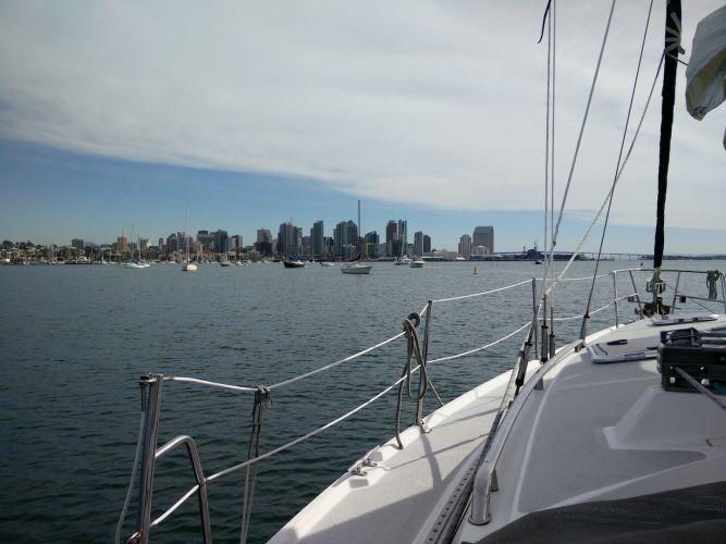 motor-sailinging-san-diego-bay