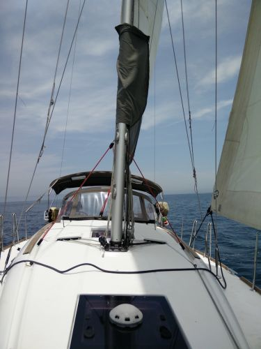 jeanneau-379-foredeck-looking-aft
