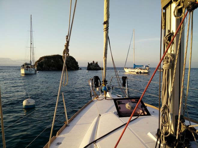 moored-up-for-the-night-emerald-bay